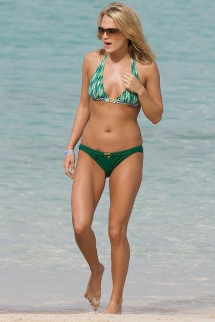 Carrie-Underwood-green bikini3