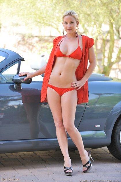 lia19-sexy-bikini1-1