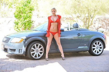 lia19-sexy-bikini2-1