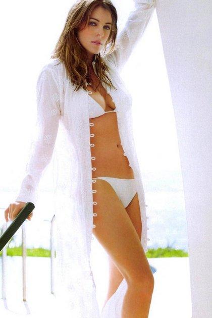 elizabeth-hurley-bikini-es-02
