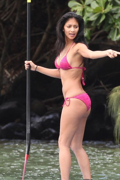 Nicole Scherzinger paddle surfing in Hawaii1
