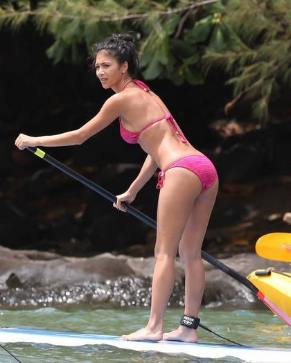 Nicole Scherzinger paddle surfing in Hawaii6