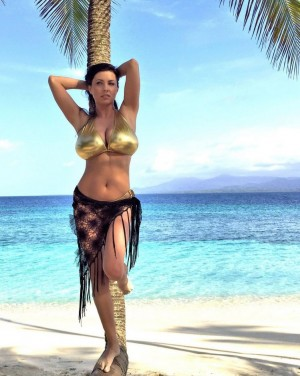 ewa_sonnet_beach_bikini.jpg