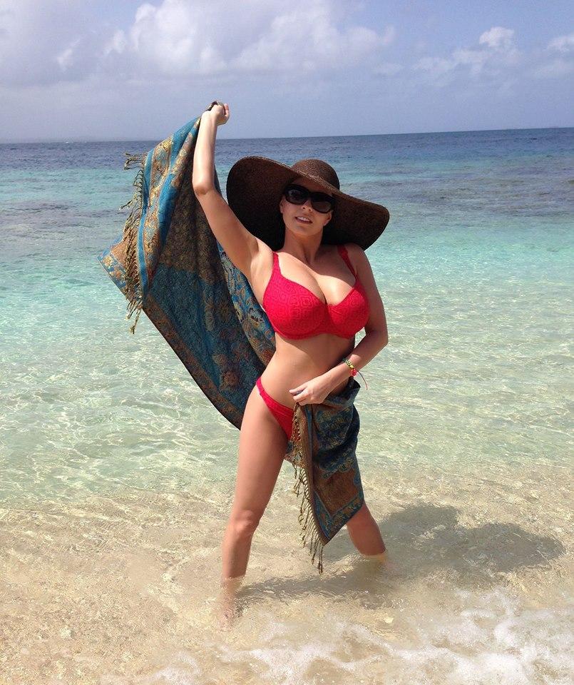 ewa_sonnet_huge_boobs_bikini