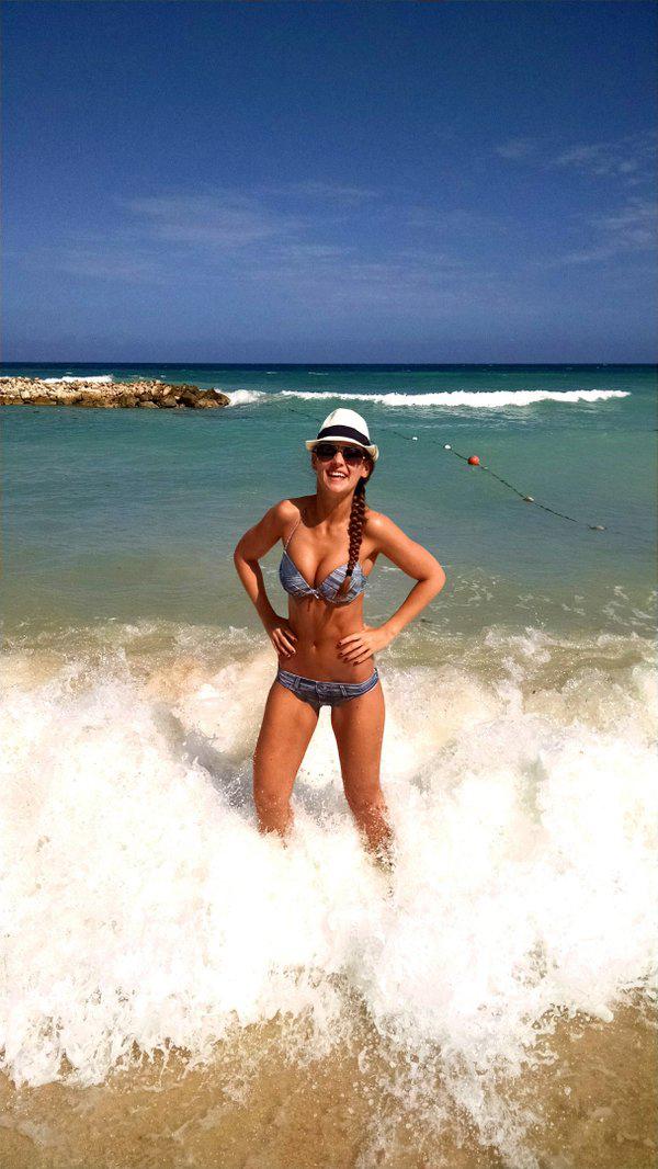 kylie_cupcake_bikini